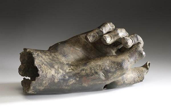 Hand-keizerbeeld-Voorburg-Rijksmuseum-van-Oudheden