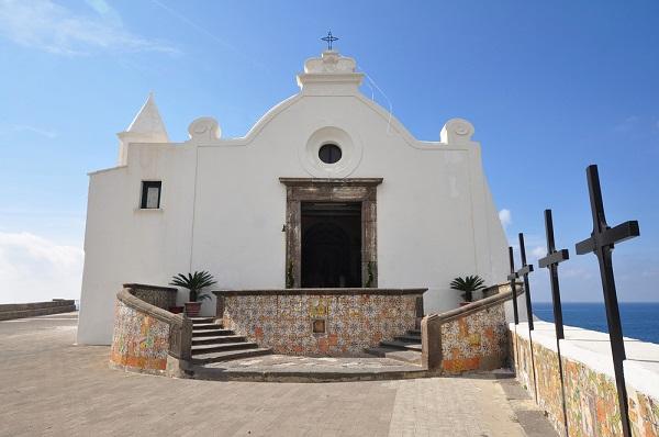 Ischia-Forio-kerk-Madonna-del-Soccorso