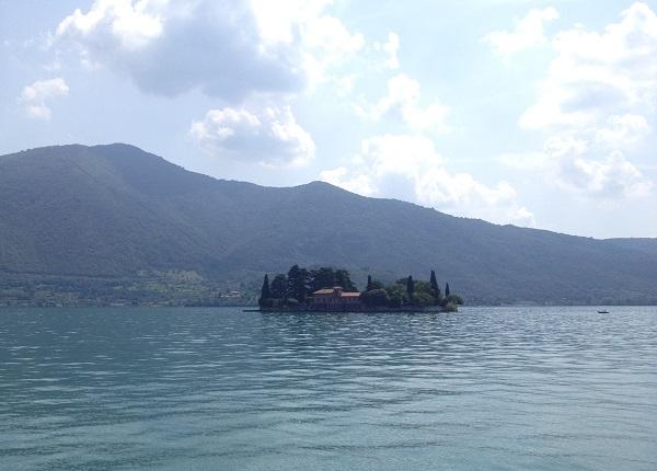 Isola-San-Paolo-Lago-Iseo-meer
