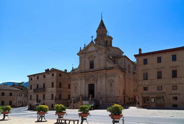 Le-Marche-Caldarola-Santuario-Madonna-del-Monte