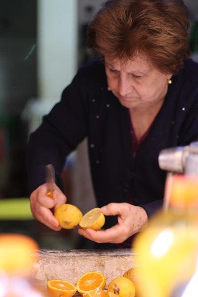 Liedevol en ouderwets geperst sinaasappelsap