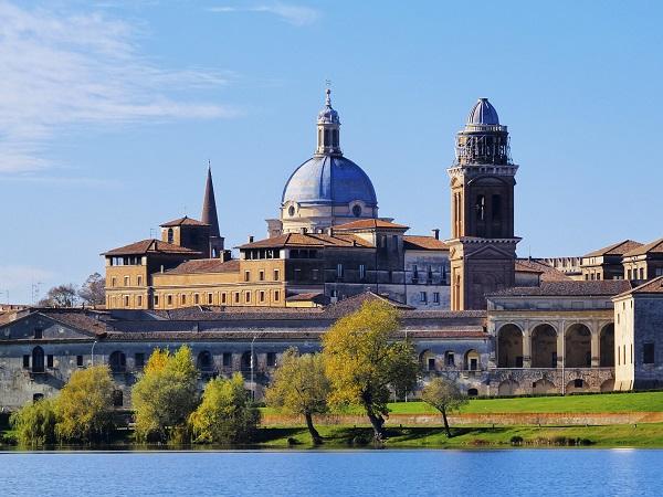 Mantova-skyline-San-Giorgio