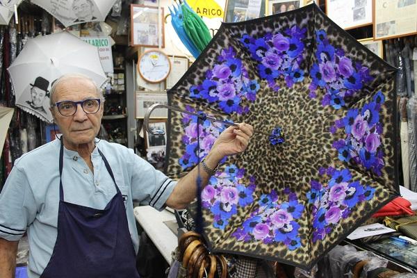 Mario Talarico's familie maakt paraplu's sinds 1860