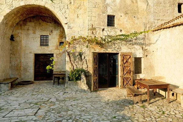 Matera-Le-Grotte-della-Civita (4)