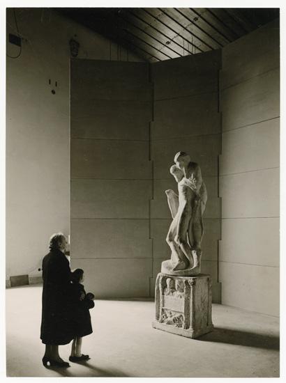 Visitatori nella sala della Pietà Rondanini, 1956-61