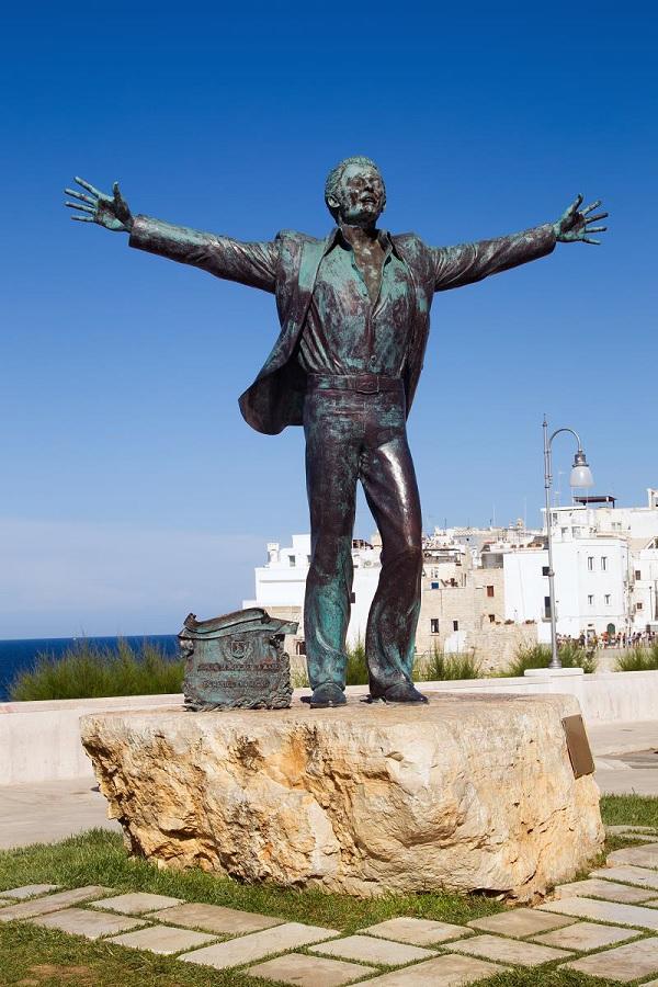 Modugno-Polignano-a-Mare-Puglia