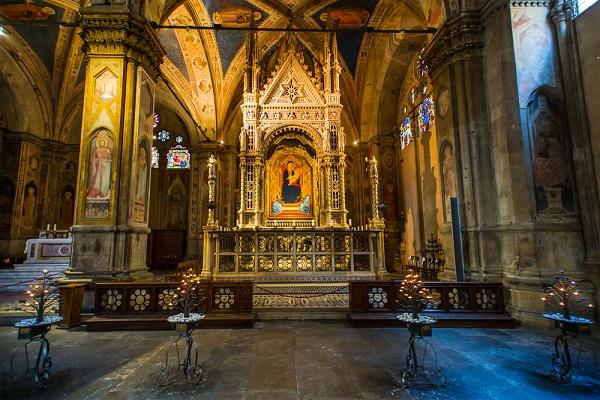 Orsanmichele-Florence-kerk-interieur (1)