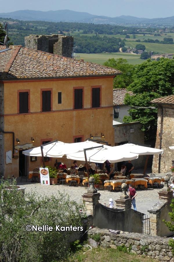 P1130131_Monteriggioni vanaf de muur