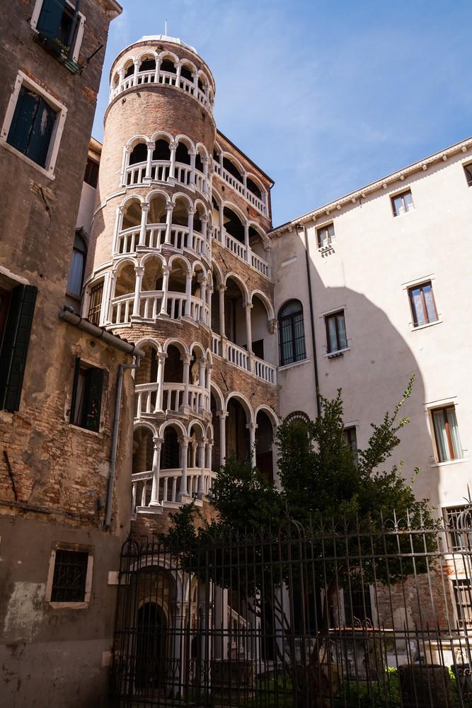 Palazzo-Contarini-del-Bovolo-Venetie (1)