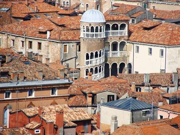 Palazzo-Contarini-del-Bovolo-Venetie (2)