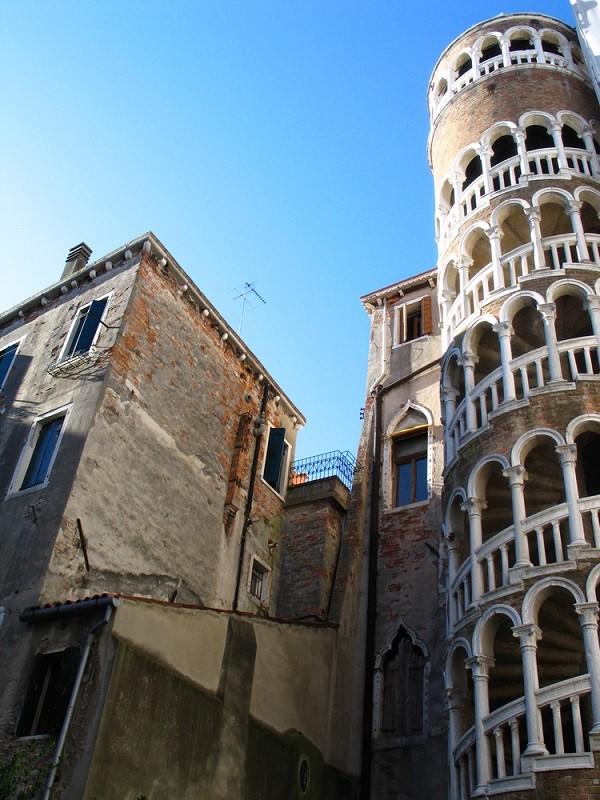 Palazzo-Contarini-del-Bovolo-Venetie (3)