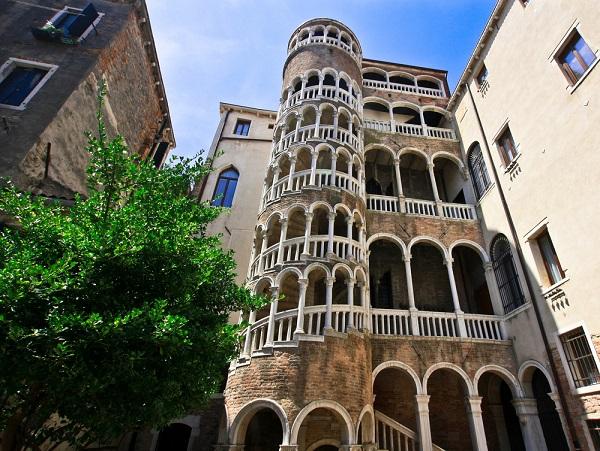 Palazzo-Contarini-del-Bovolo-venetië