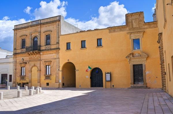 Palazzo-Ducale-Piazza-del-Popolo-Presicce-Puglia (1)