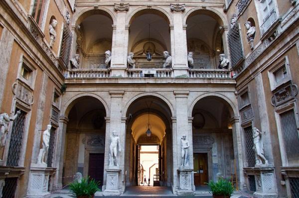 Palazzo-Mattei-Giove-Rome-Orpheus-kijkt-om