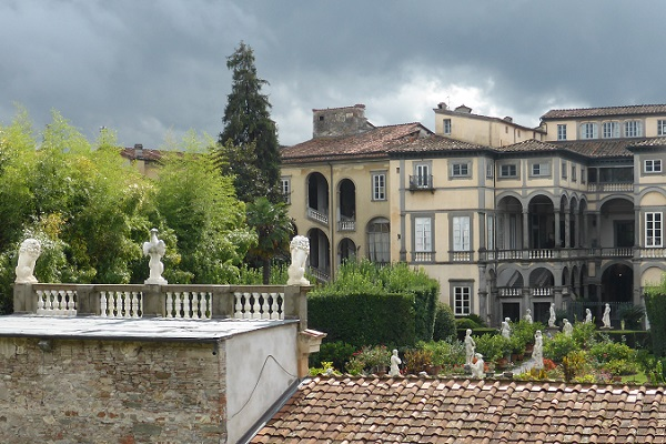 Palazzo-Pfanner-Lucca (1)