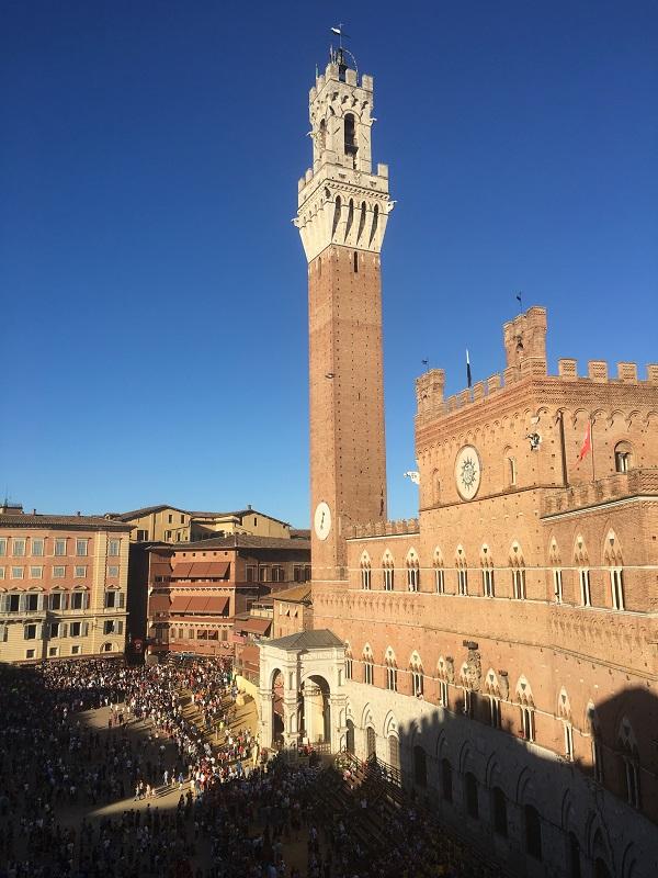 Palio-Tours-prova-palazzo-Piazza-del-Campo (1)