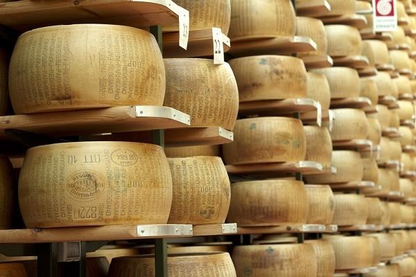 Parmezaanse-kaas-maken-2