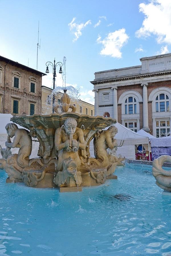 Pesaro-Piazza-markt