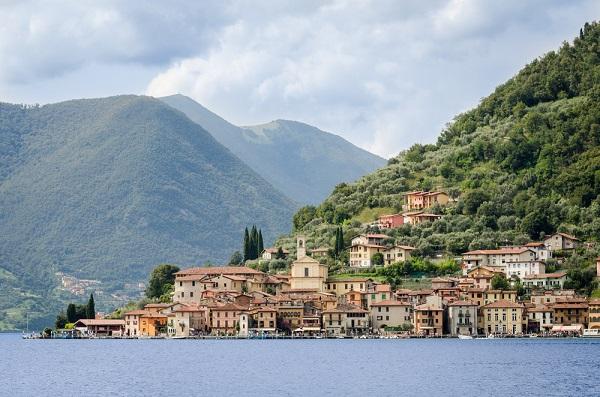 Peschiera-Maraglio-Lago-Iseo-meer (1)