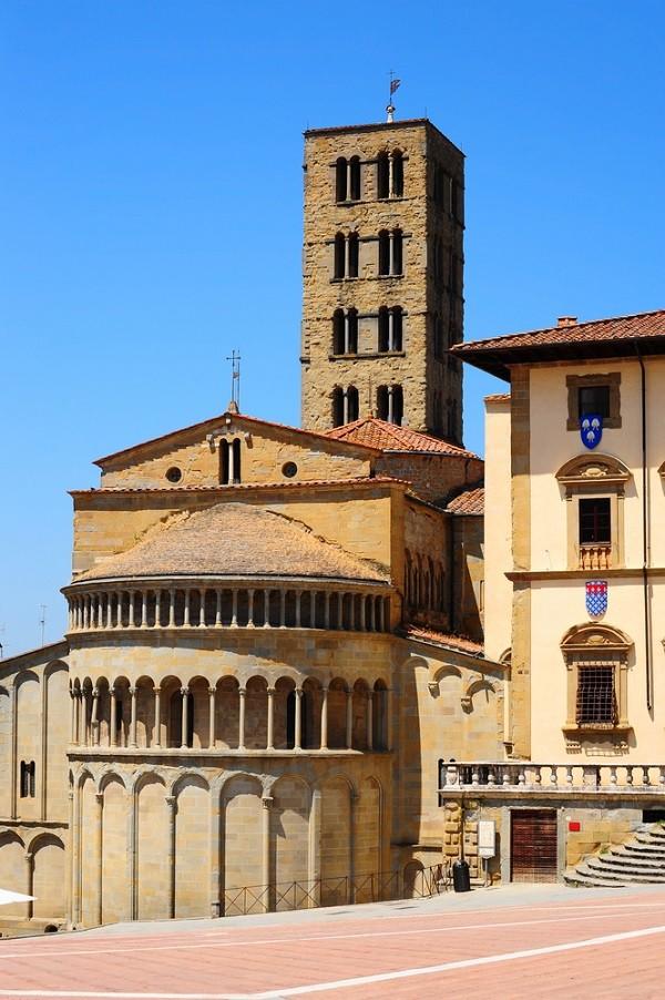 Piazza-Grande-Arezzo (1)