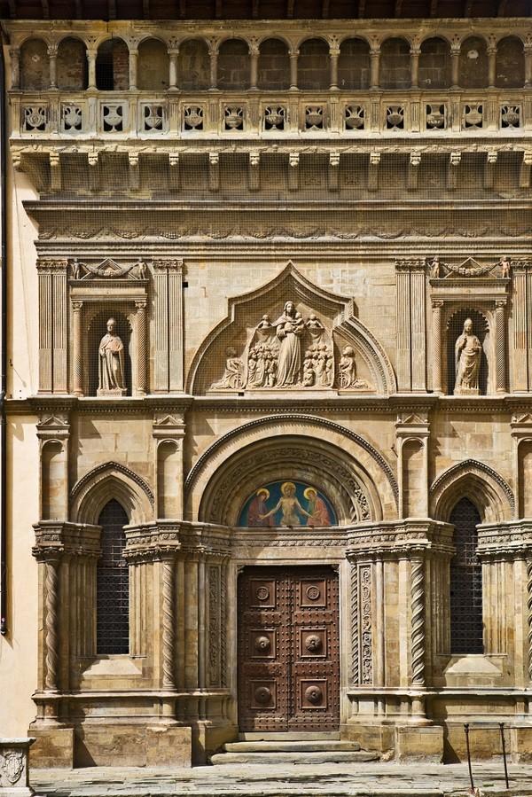 Piazza-Grande-Arezzo (4)