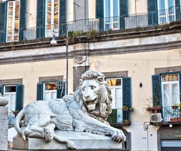 Piazza-Martiri-Napels