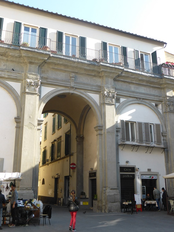 Piazza-San-Pier-Maggiore-Florence (4)