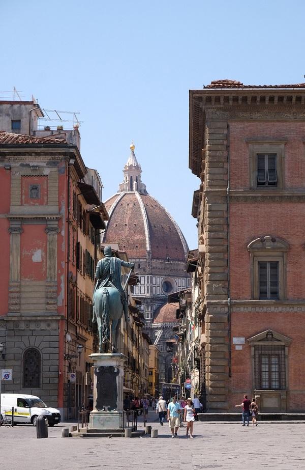 Piazza-Santissima-Annunziata-Florence (1)