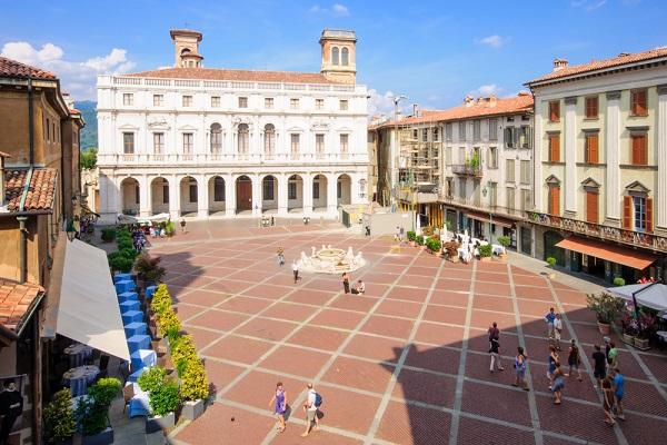 Piazza-Vecchia-Bergamo-Citta-Alta (1)