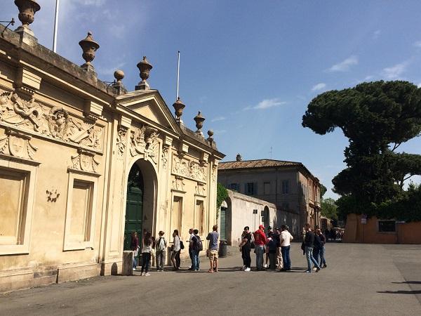 Piazza-dei-Cavalieri-di-Malta-Aventijn-Rome (3)