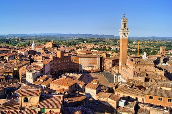 Piazza-del-Campo-Siena-vanuit-de-lucht