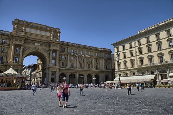 Piazza-della-Repubblica-Florence (3)