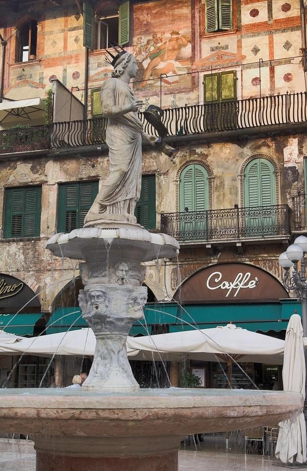 Piazza-delle-Erbe-Verona