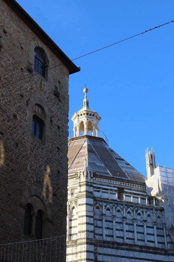 Pistoia-Piazza-Duomo-doopkapel (4)