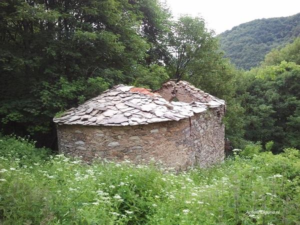 Poilarocca-kerk-Ligurië