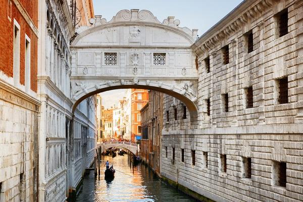 Ponte-dei-Sospiri-Brug-der-Zuchten-Venetië (4)