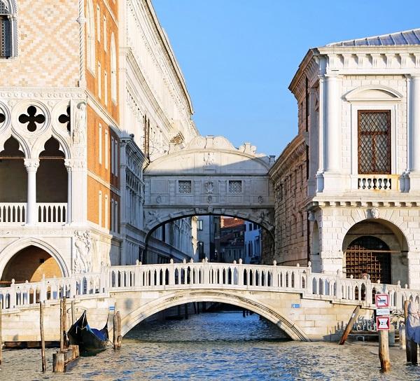 Ponte-dei-Sospiri-Brug-der-Zuchten-Venetië (5)