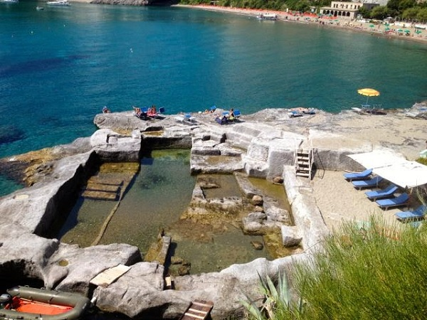 Ponza-Spiaggia-Frontone-strand-Gillians-Lists