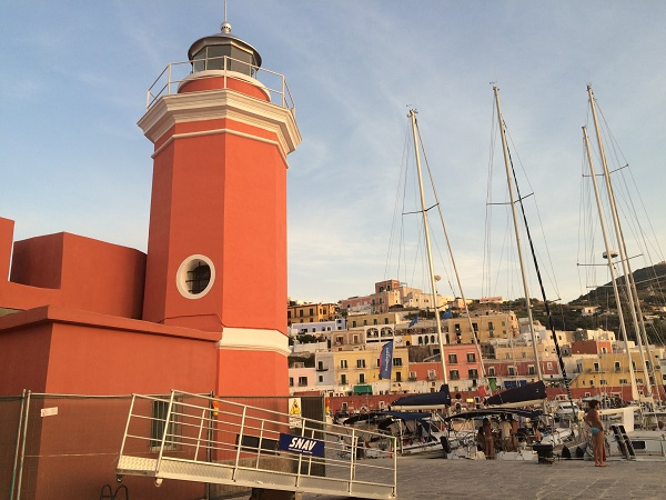 Ponza-pizzeria-Faro-cafe-pizza (1)