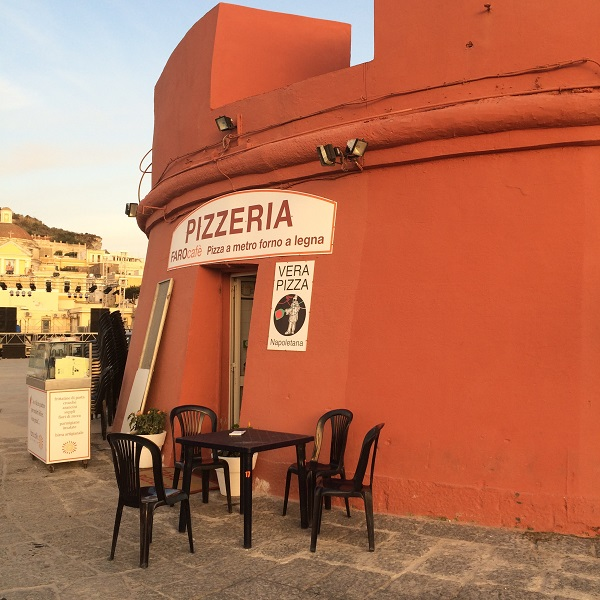 Ponza-pizzeria-Faro-cafe-pizza (2)