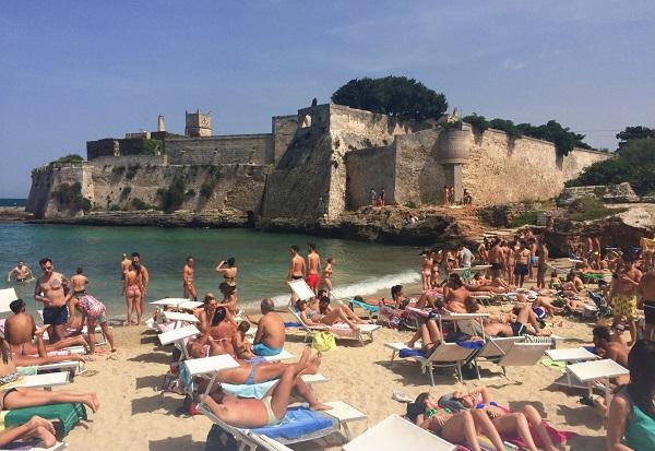 Porto-Ghiacciolo-Beach-Monopoli-Puglia (1)