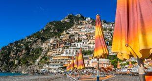 Positano-strand-zomer-in-Italië