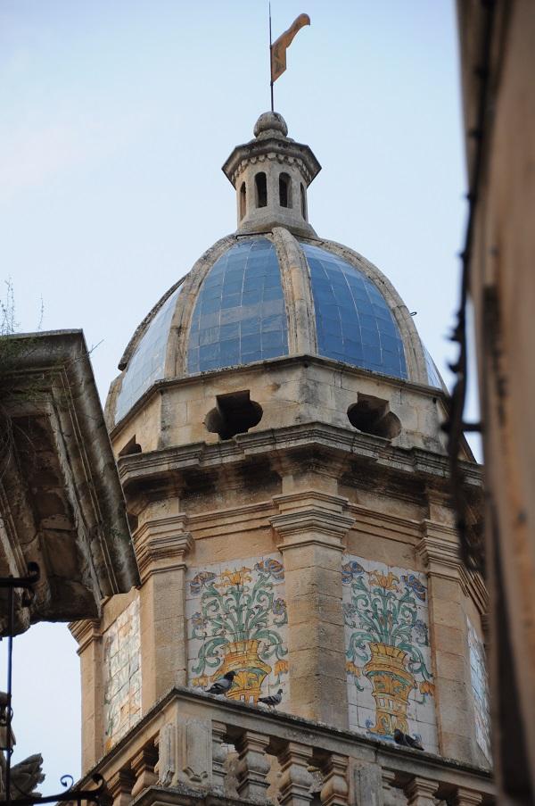 Ragusa-Ibla-kerk-blauwe-koepel (1)