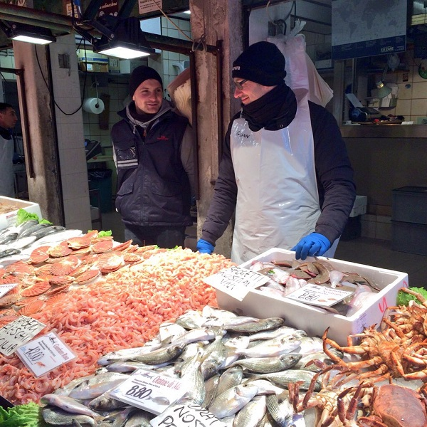 Rialto-markt-Venetië-vis-groente (1)