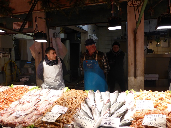 Rialto-markt-Venetië-vis-groente (2)