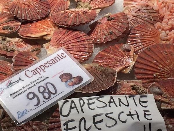 Rialto-markt-Venetië-vis-groente (2a)