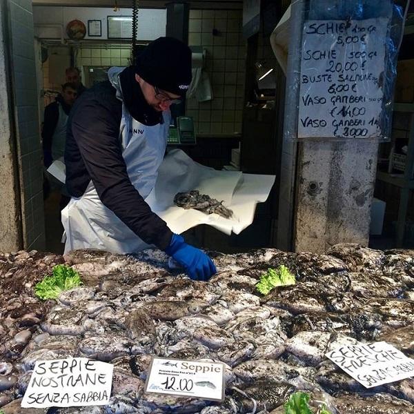 Rialto-markt-Venetië-vis-groente (4)