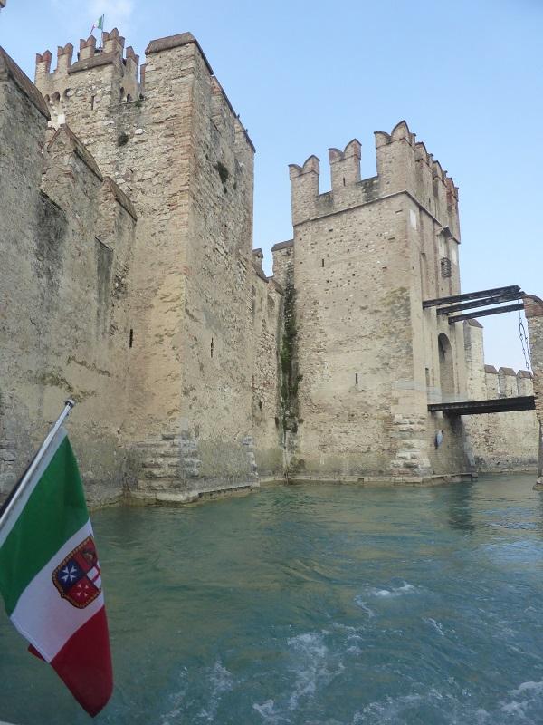 Rocca-Scaligera-Sirmione-Gardameer (1)