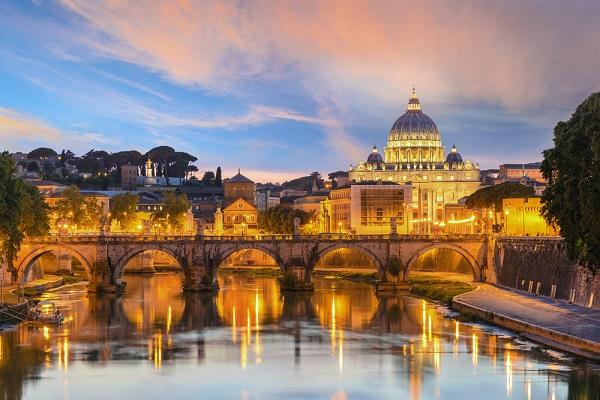 Rome-Sint-Pieter-Vaticaan-zonsondergang