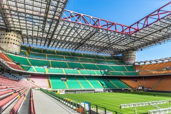 San-Siro-voetbal-stadion-Milaan (1a)